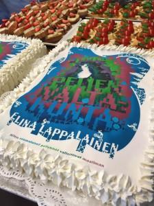Sami Saramäen hieno kirjan kansi pääsi myös julkkareiden kakkuun.